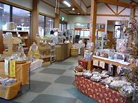 奥行きの広い店内。商品点数も多いので、きっとお気に入りの商品が見つかります。