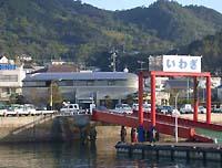 岩城漁港のすぐ近く。観光センターが併設されています。